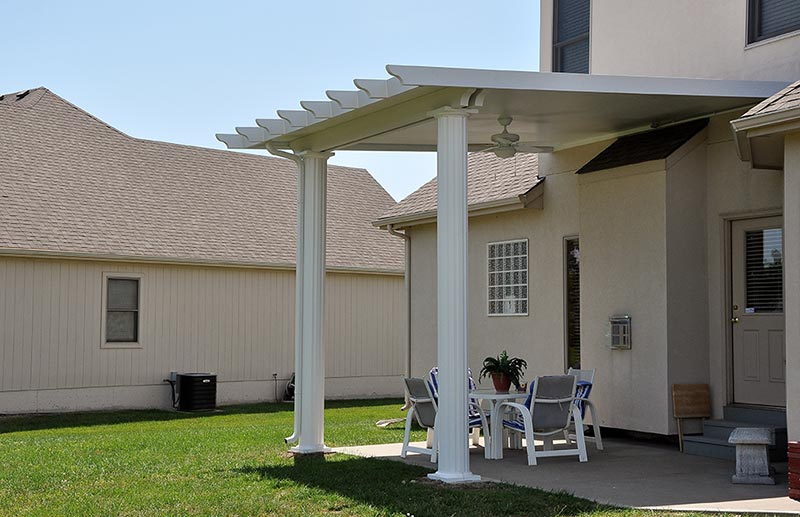 Patio cover installed in Jefferson City by Roark Aluminum